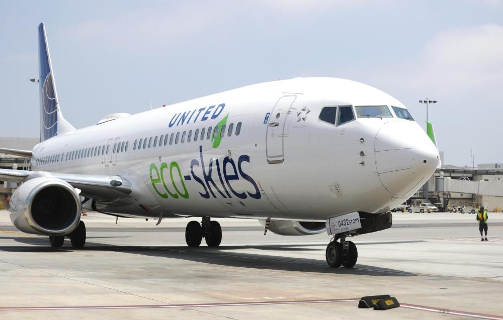 United 737-900ER
