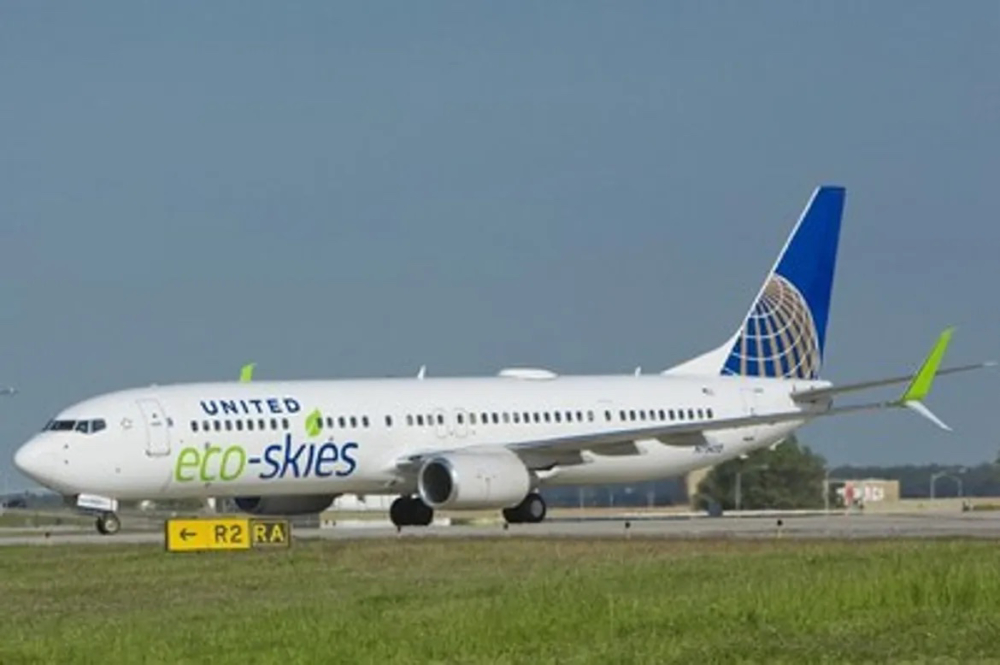 United Airlines 737-900ER