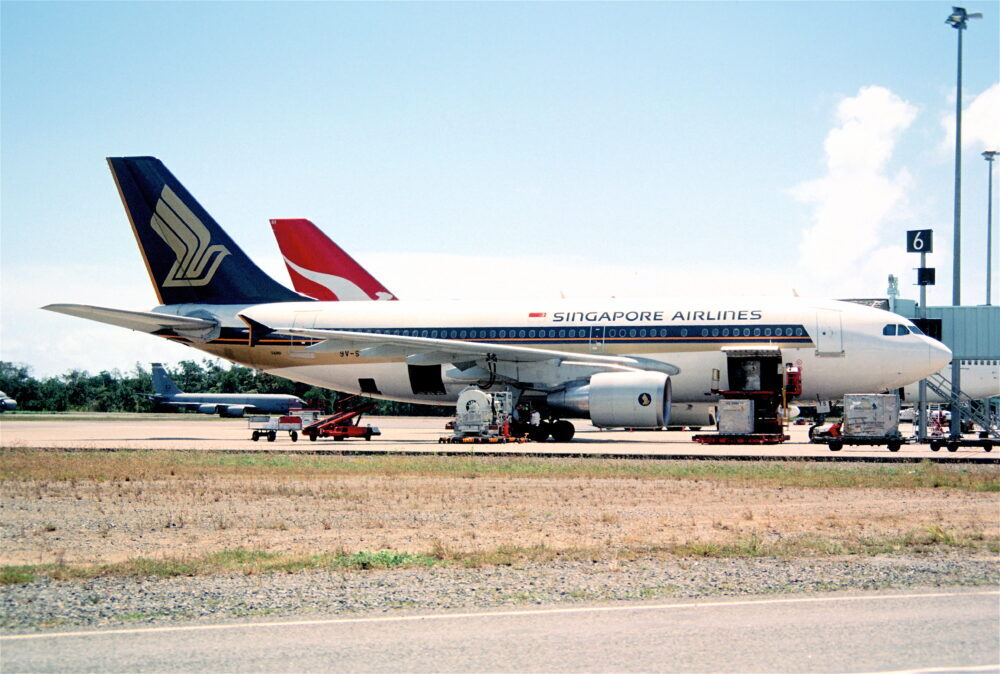 Singapore Airlines A310-300