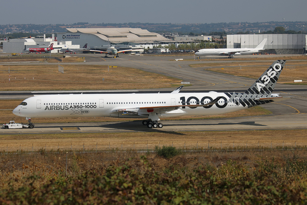 Airbus_Industrie,_F-WLXV,_Airbus_A350-1000