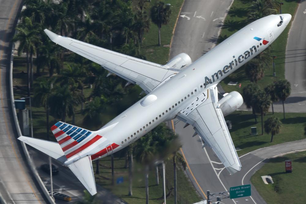 AA Boeing 737-800