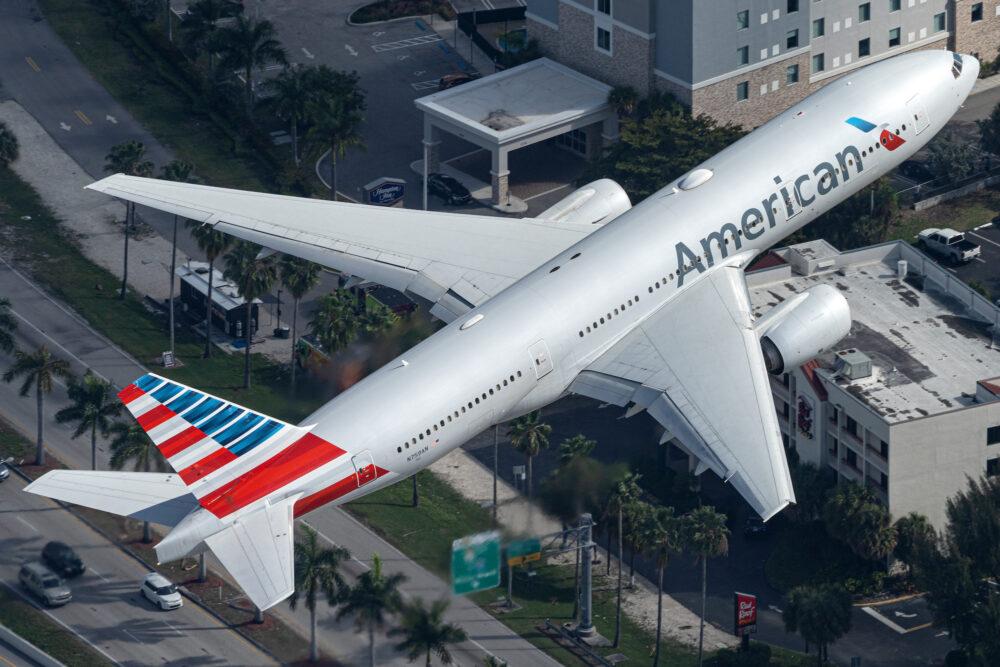 American Airlines Boeing 777-223(ER) N759AN (2)