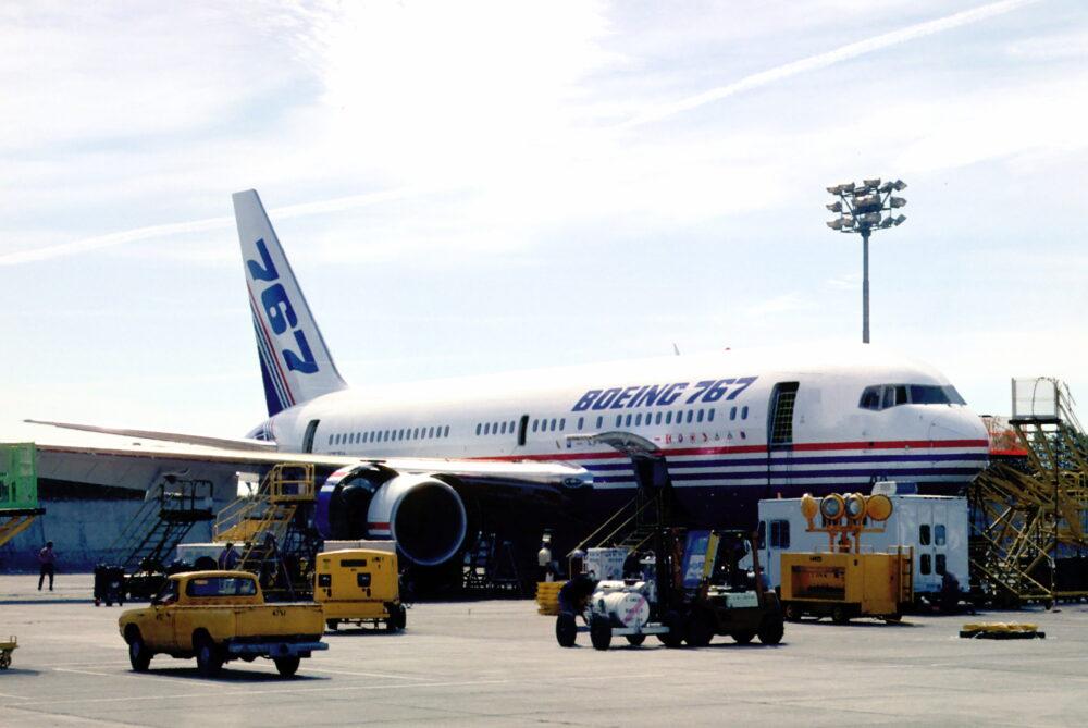 Boeing 767-200 N767BA