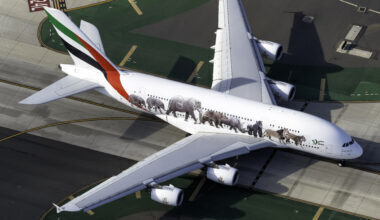 Emirates Airbus A380-861 A6-EOM (1)