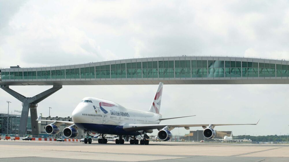 Gatwick bridge 747