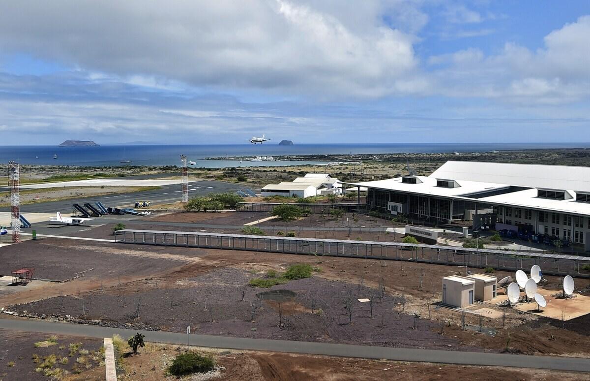 ECUADOR-GALAPAGOS-ECO-AIRPORT