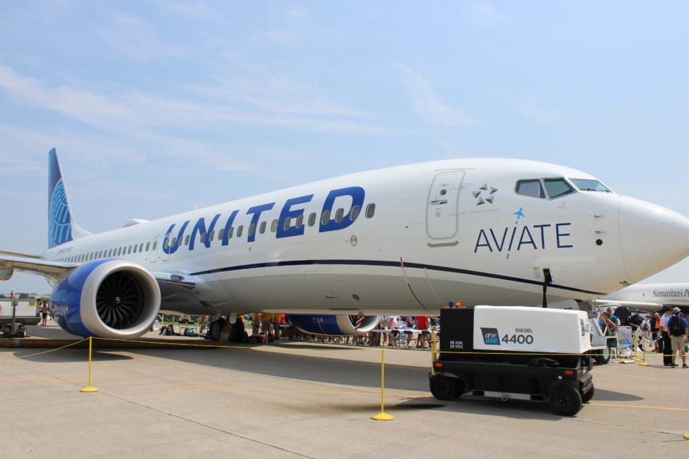United B 737 MAX