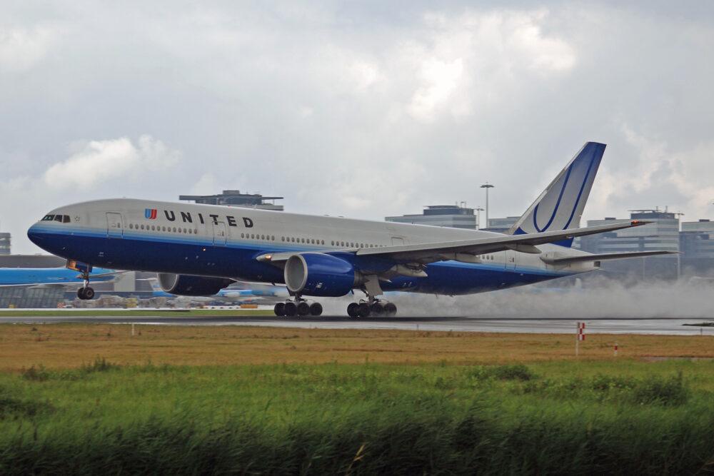 United Airlines Boeing 777 N772UA