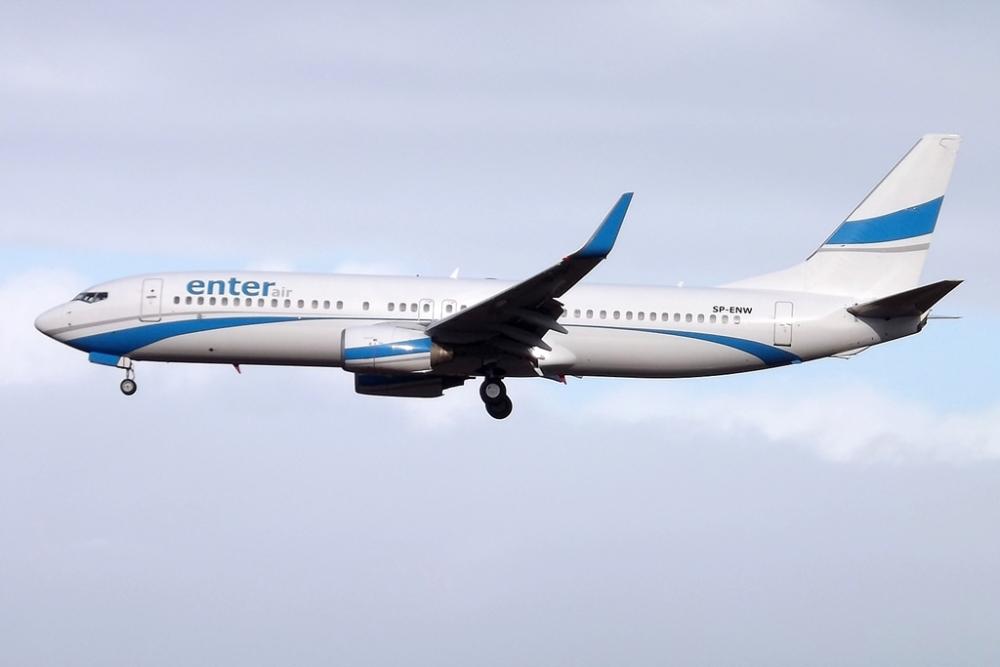 Enter Air 737-800
