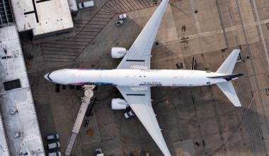 Saudia (Ad-Diriyah E-Prix Livery) Boeing 777-368(ER) HZ-AK43 (2)