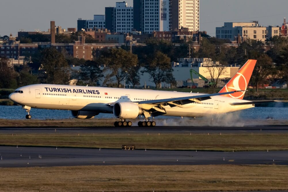 Turkish Airlines Boeing 777-3F2(ER) TC-LJH