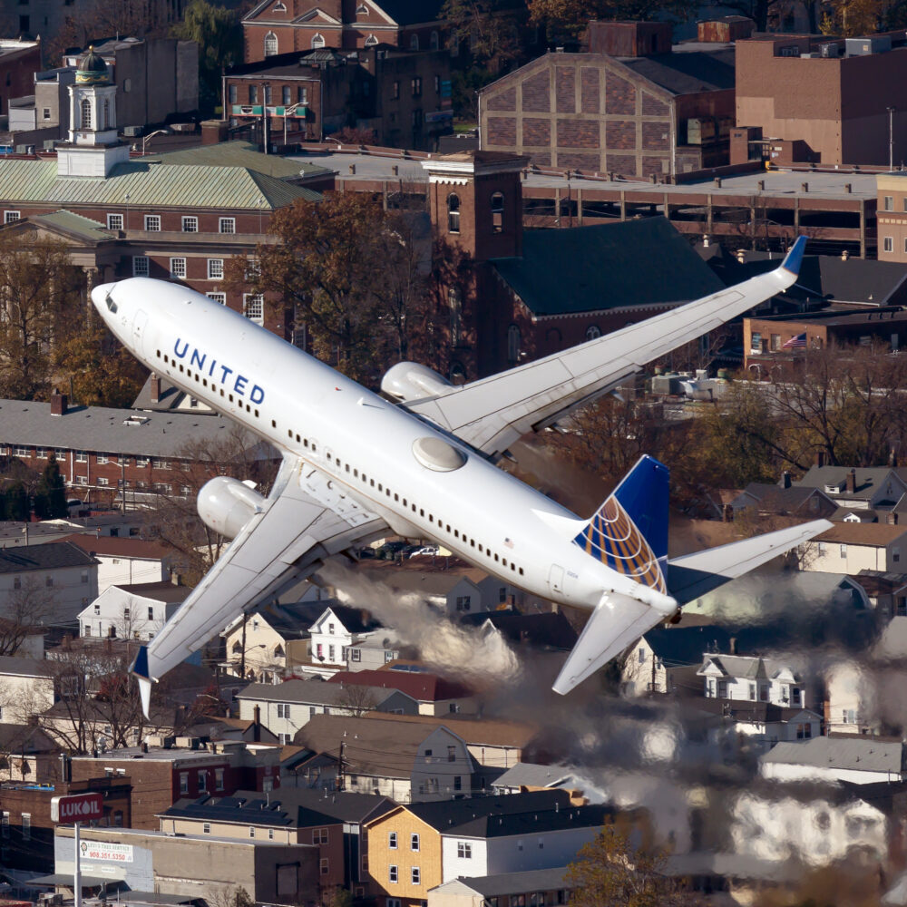United 737-700