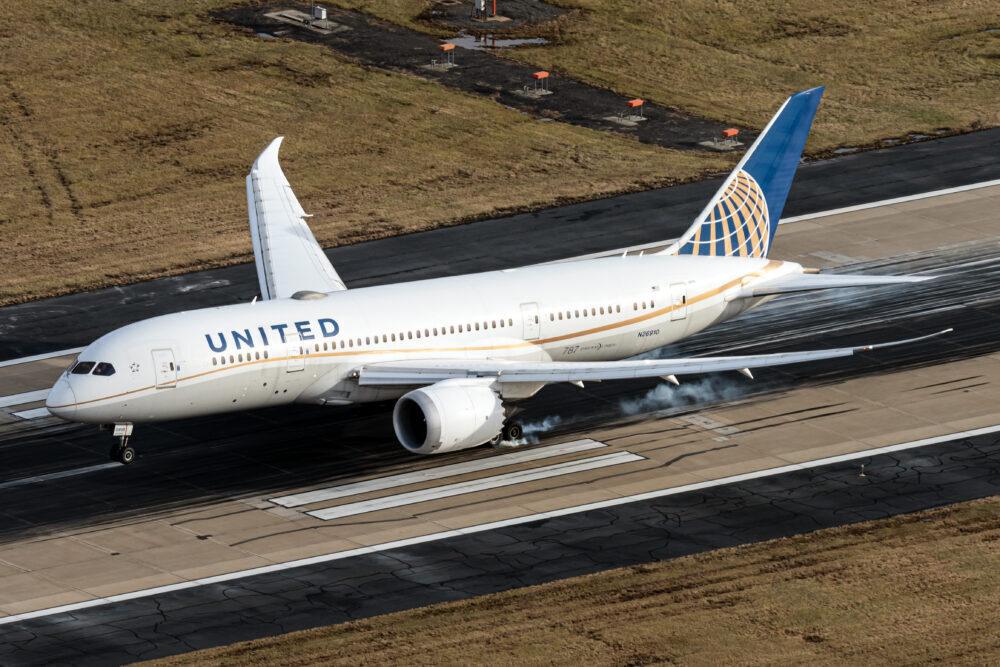 United Airlines Boeing 787-8 Dreamliner N26910(2) (1)