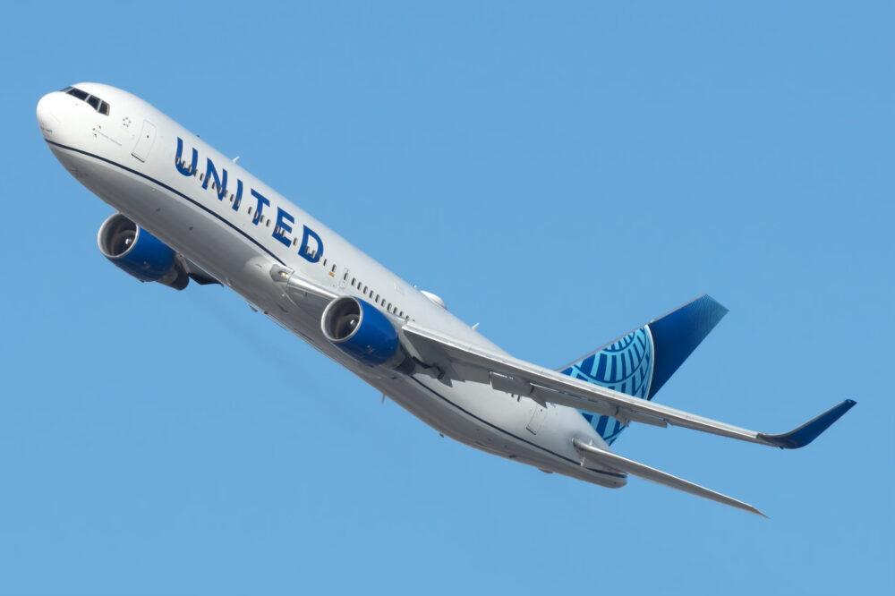 United B767