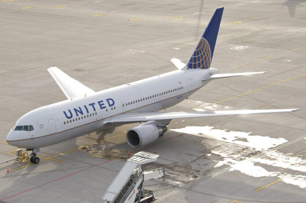 United B767-200ER