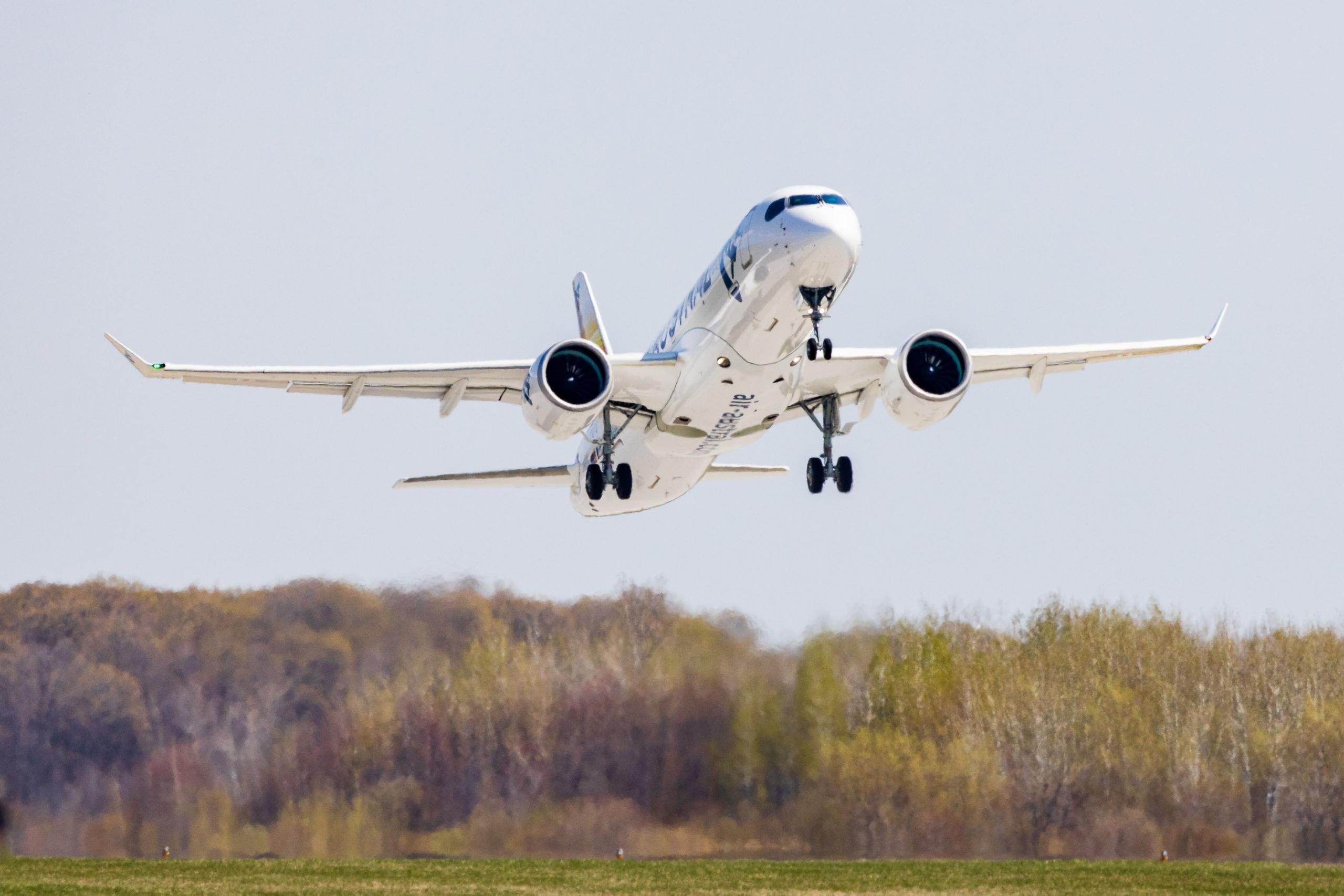 1st A220 Air Austral Takeoff
