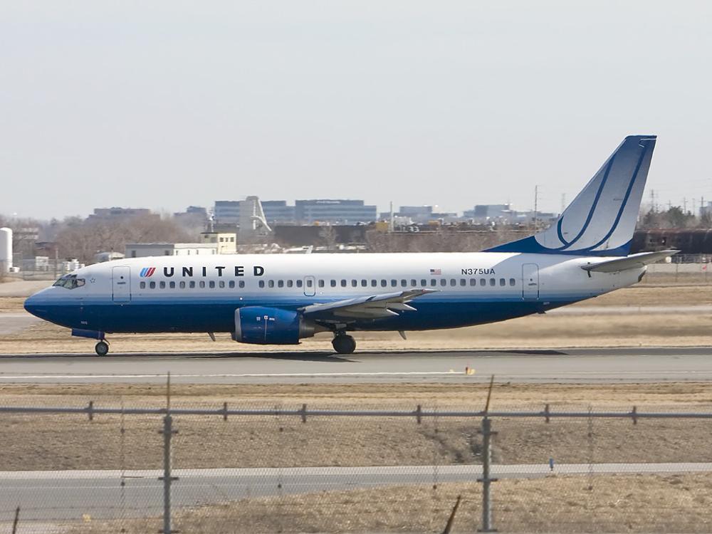 United B737-300