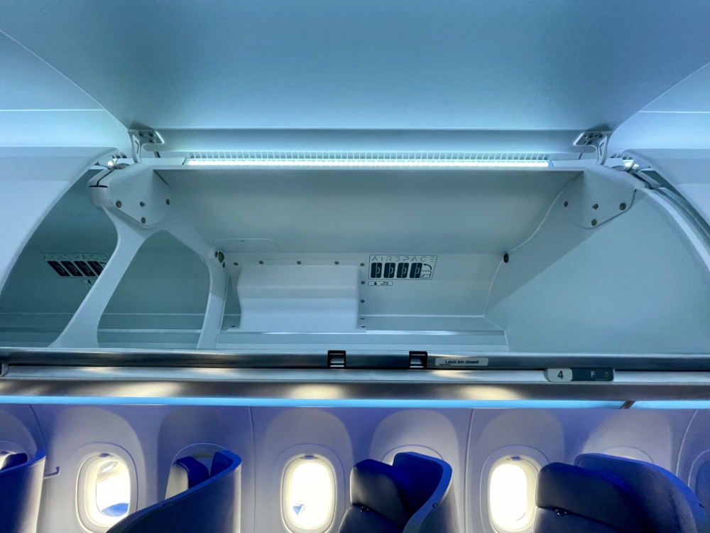 JetBlue A321LR Overhead Bin