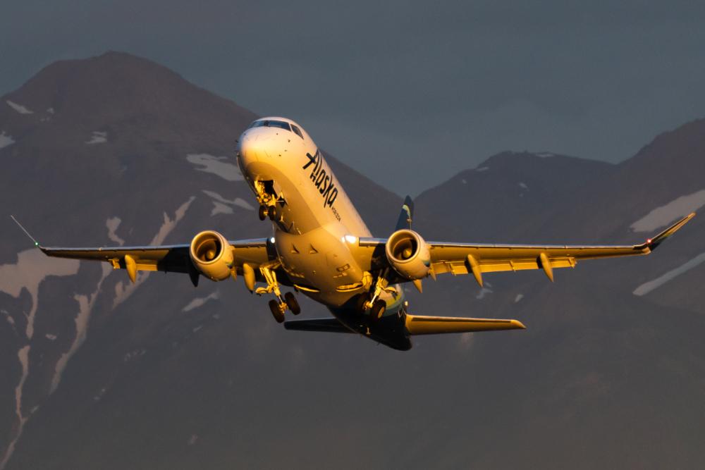 Alaska Airlines Embraer 175