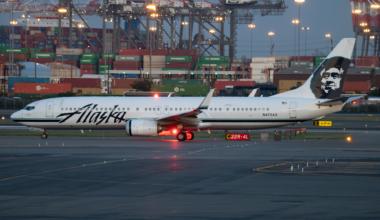 Alaska Airlines Boeing 737-990(ER) N472AS