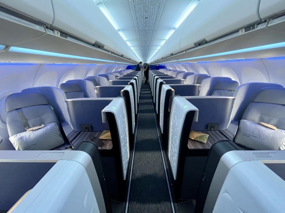 JetBlue A321LR Business Wide