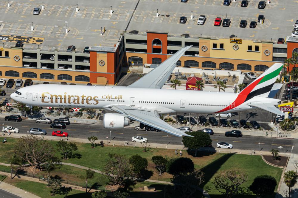Emirates Boeing 777-31H(ER) A6-EQE