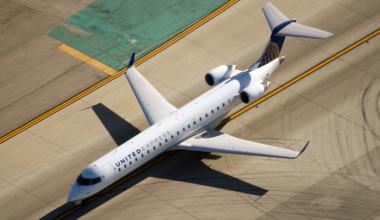 United CRJ700
