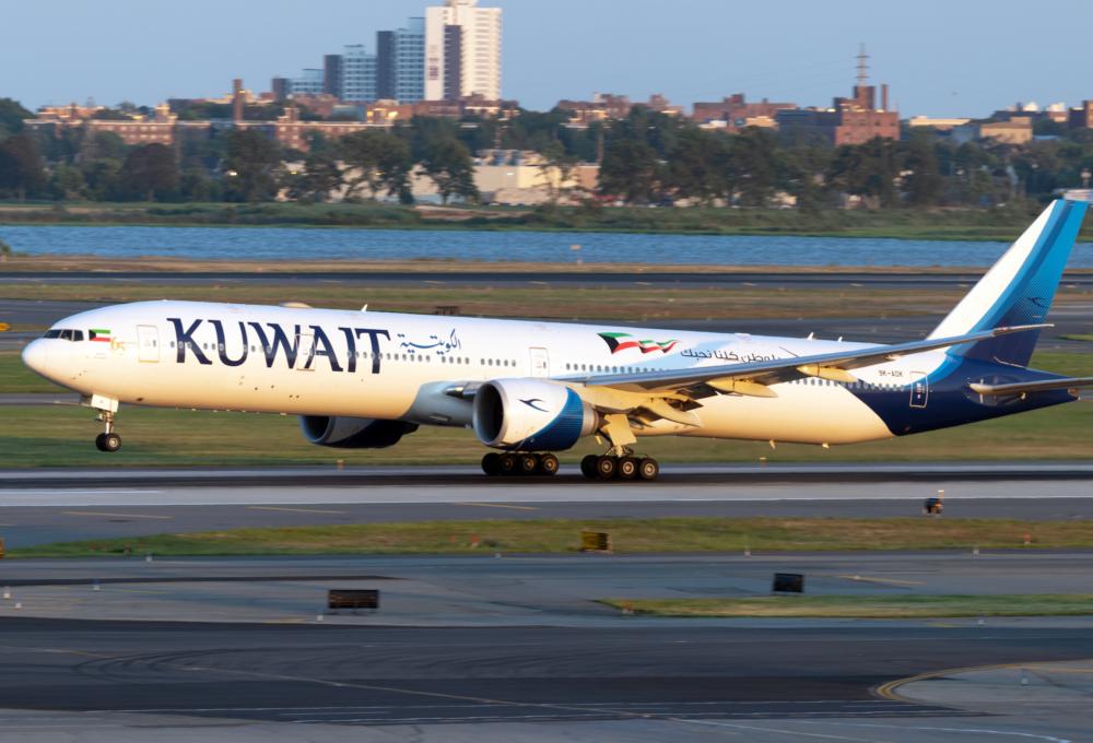Kuwait Airways Boeing 777-369(ER) 9K-AOK (3)