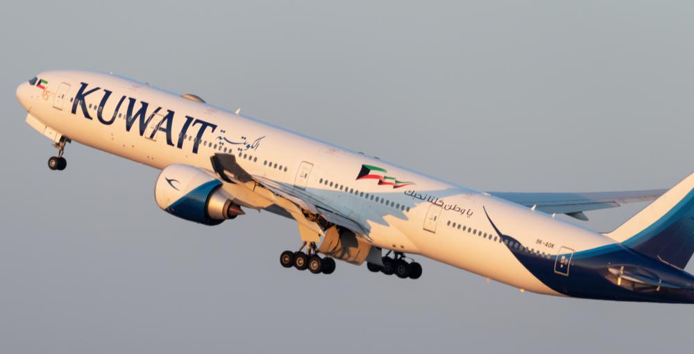Kuwait Airways Boeing 777-369(ER) 9K-AOK.jpg (2)