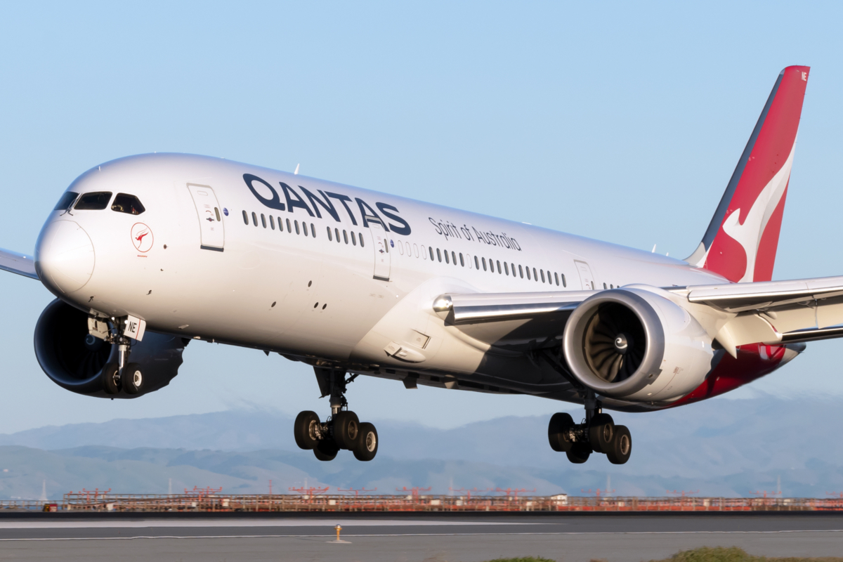 Qantas & Japan Airlines Fight To Save Their Joint Venture Bid