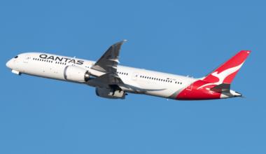 Qantas B7879