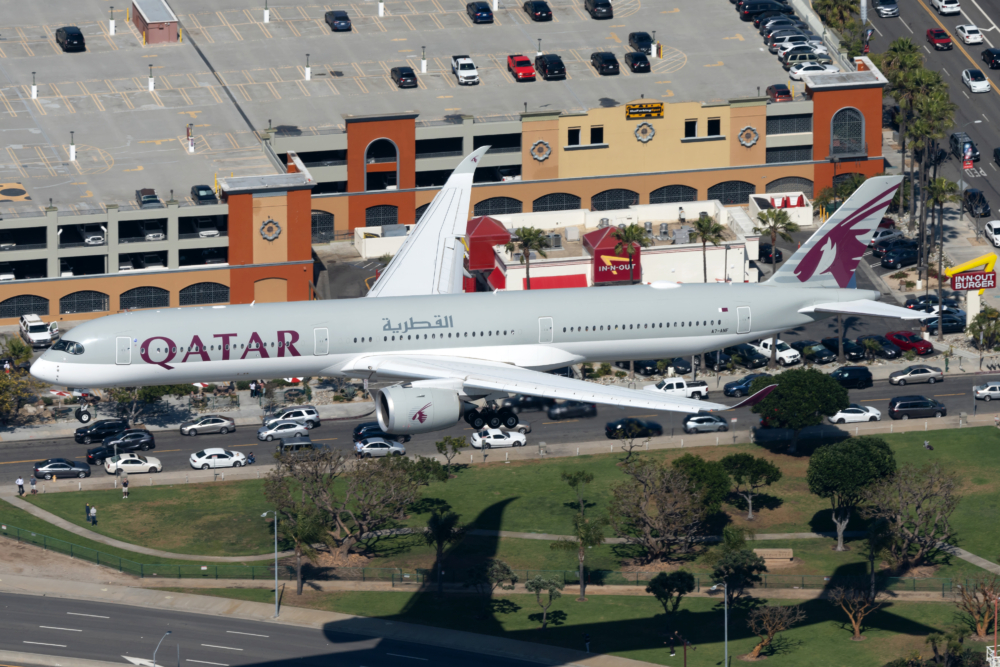 Qatar Airways Airbus A350-1041 A7-ANF (2) (1)