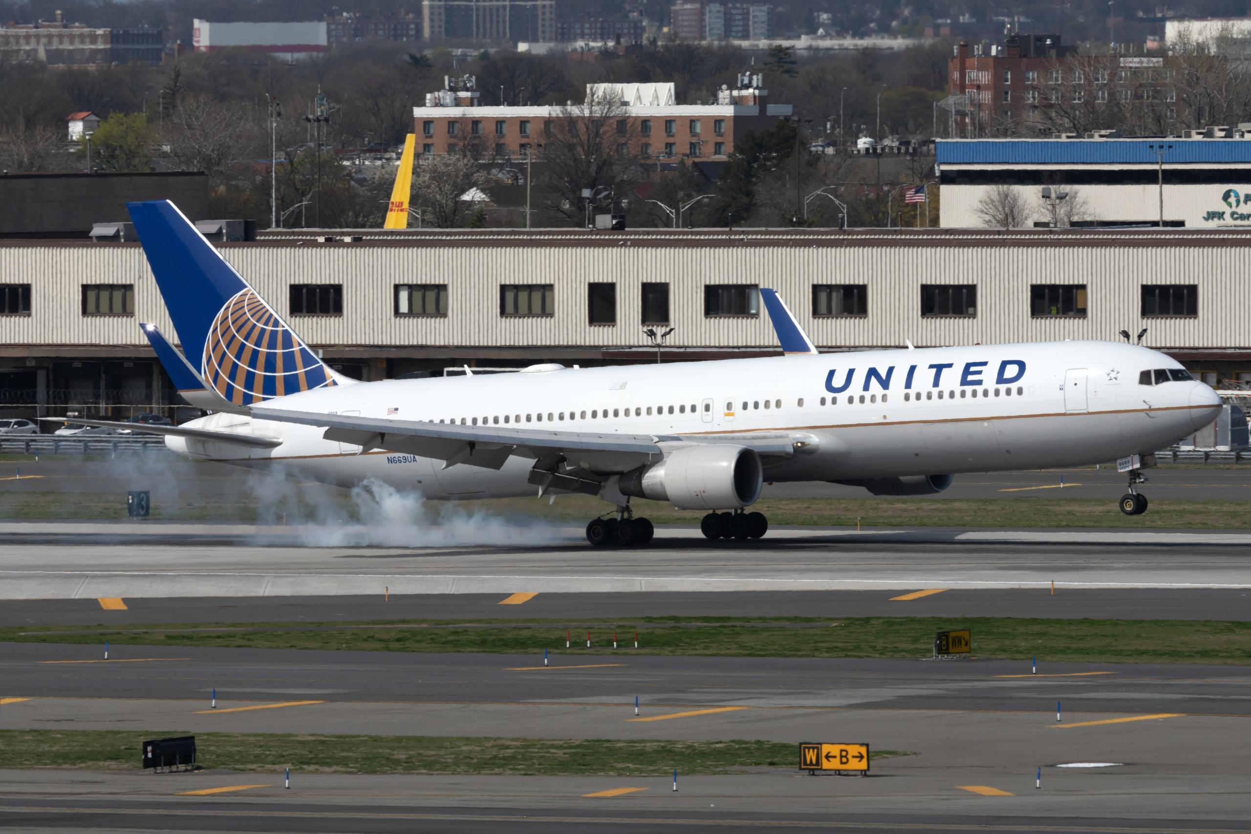 United Airlines, Hand Grenade, Flight Delay
