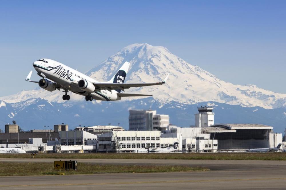 Alaska Airlines Boeing 737 Seattle