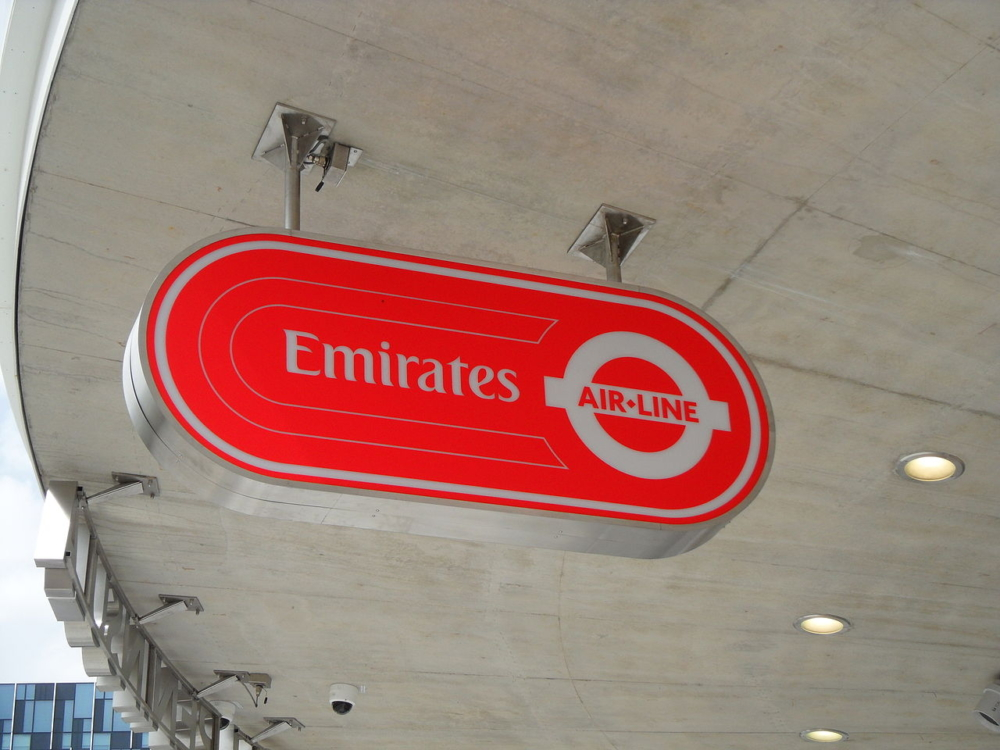 Emirates_Air_Line_logo,_as_seen_at_Emirates_Greenwich_Peninsula_Station