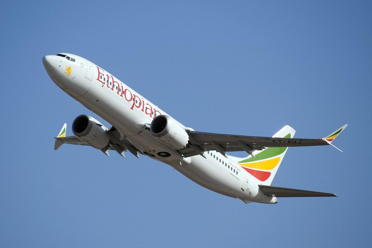 1280px-Ethiopian_Airlines_ET-AVJ_takeoff_from_TLV_(46461974574)_retusche