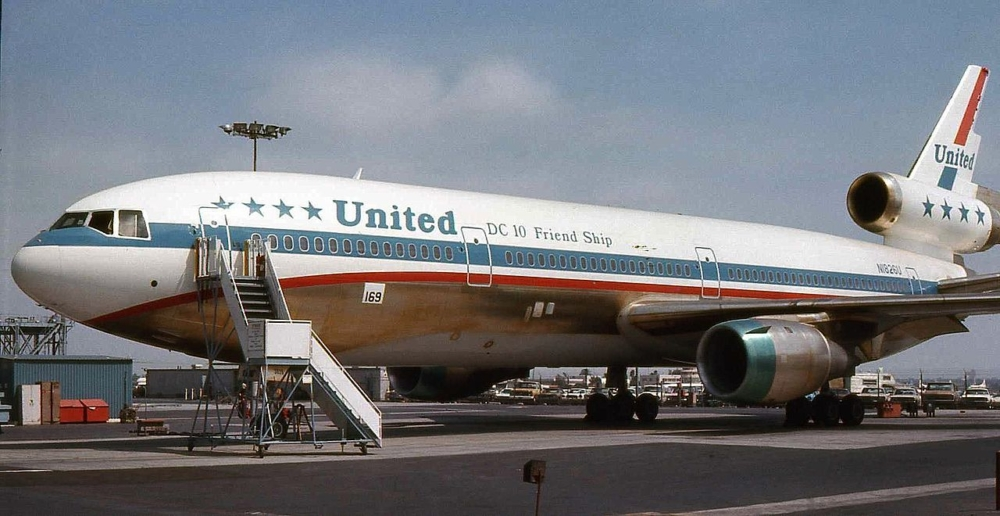 United Airlines DC-10