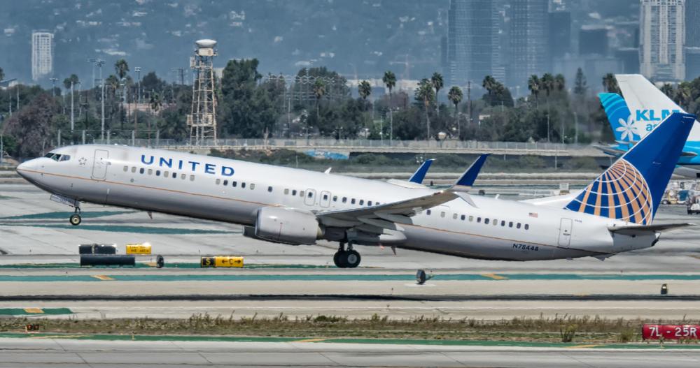 737-900 United