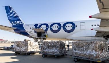 A350-1000-receives-cargo-in-Tianjin_
