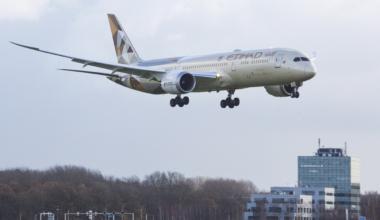 Etihad Airways Boeing 787-9 Dreamliner landing