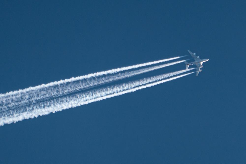 Etihad contrail A380