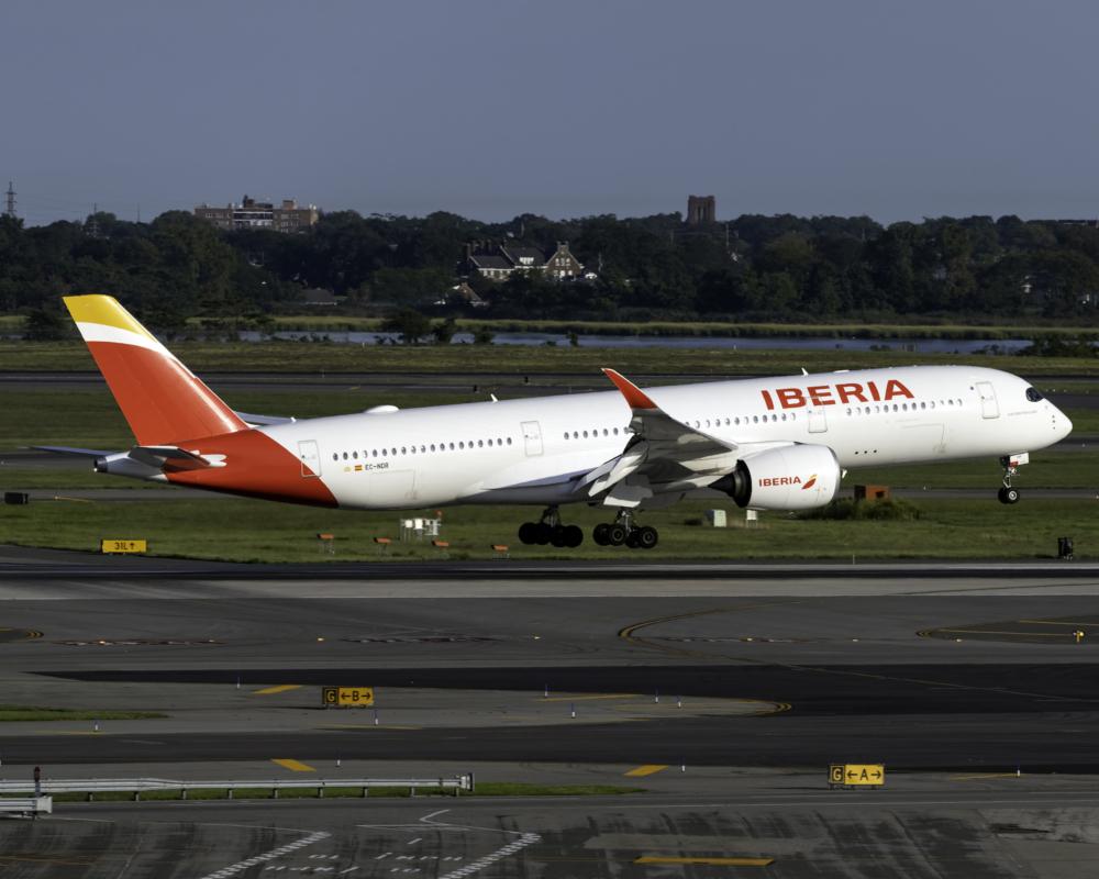 Iberia Airbus A350-941 EC-NDR