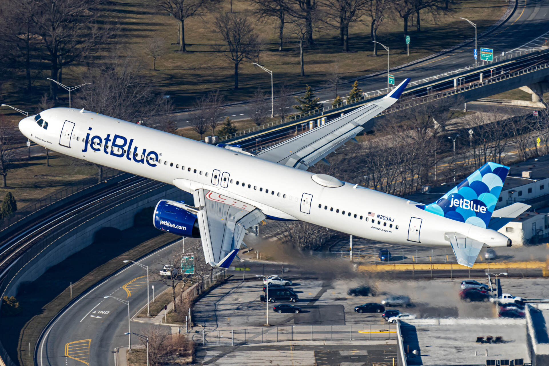 JetBlue Eyes Expedited Switch To Sustainable Fuels In New York