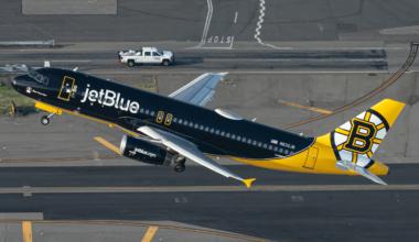 JetBlue Airways (Boston Bruins Livery) Airbus A320-232 N632JB (2) (1)