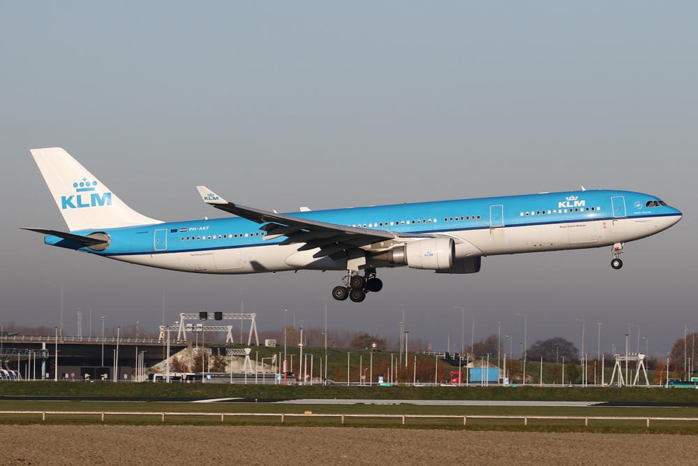 KLM_Airbus_A330-300_PH-AKF_(31076099517)