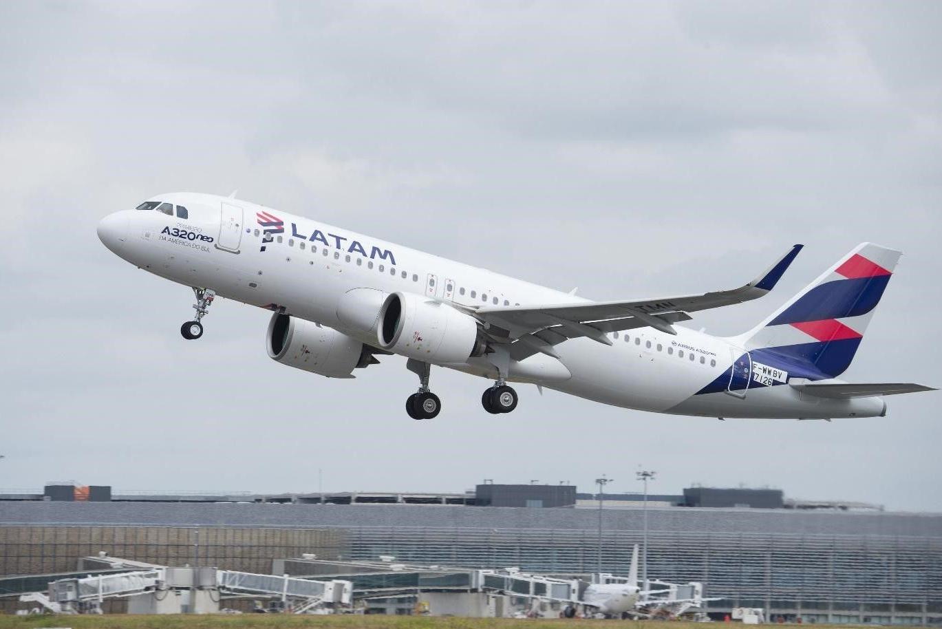 LATAM, Airbus A320, Continuous Descent