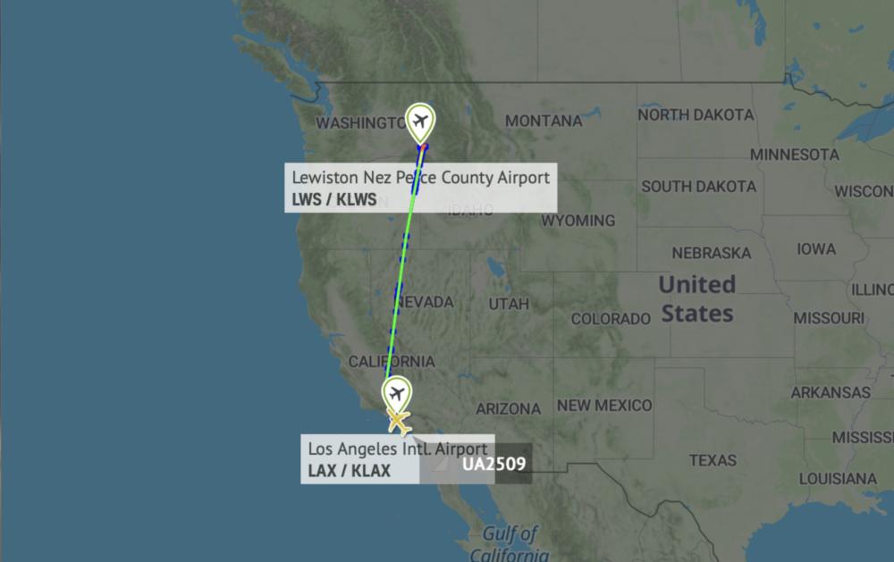 737-900 United flight