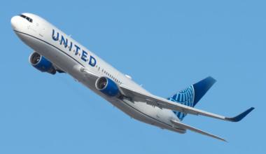 United Boeing 767-300 (2)