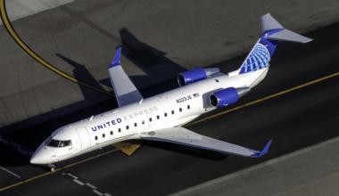 United CRJ200LR