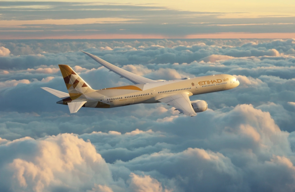 boeing-airplane-787-flying-in-the-sky